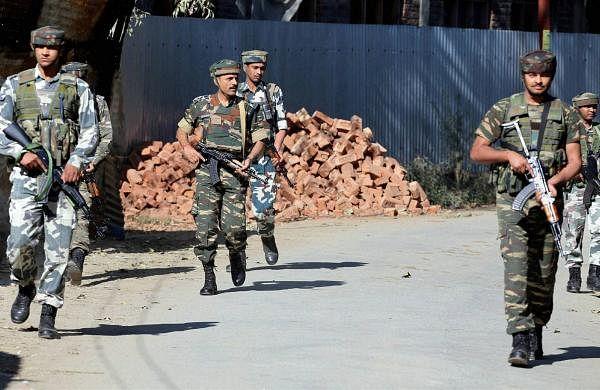 Army foils infiltration bid near LoC in Jammu and Kashmir's Baramulla, threeterrorists killed