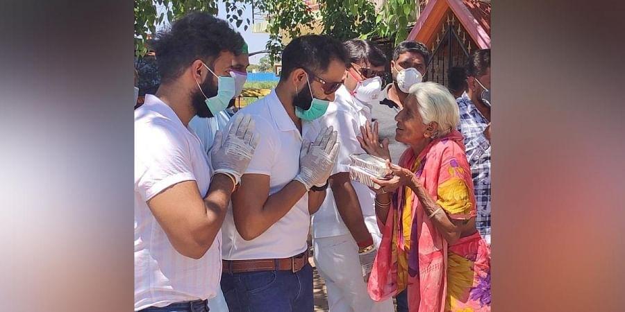 Desi Masala staffers distribute food