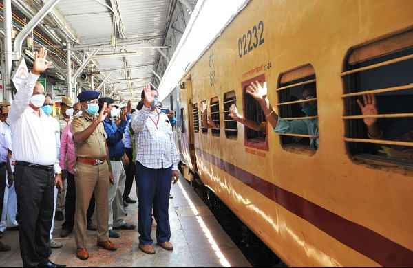Fourth special train and first to Bengal leaves Vellore, 4,360 ...