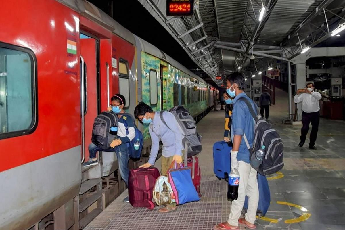 Special train with 523 passengers leaves for New Delhi from ...