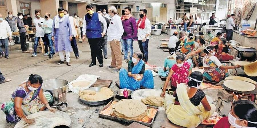 Former Maharashtra CM and BJP leader Devendra Fadnavis visits a party-run community kitchen preparing food packets for the needy at Patidar Bhawan in Nagpur on Friday.