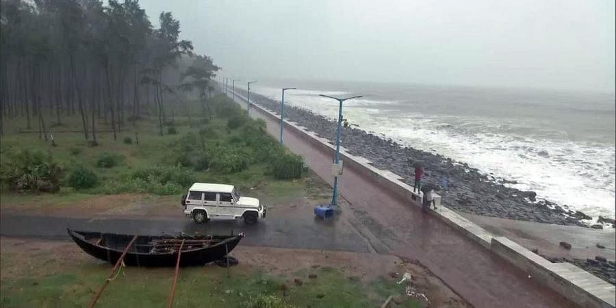 Digha in East Medinipur witnesses high tide and strong winds ahead of cyclone 'Amphan' landfall, on Wednesday
