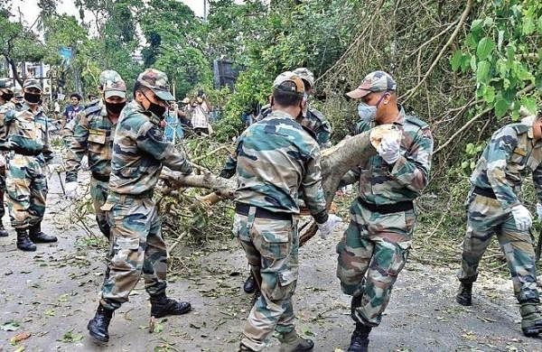 Cyclone: BJP and Governortarget Mamata, Didi says no to 'communal politics'