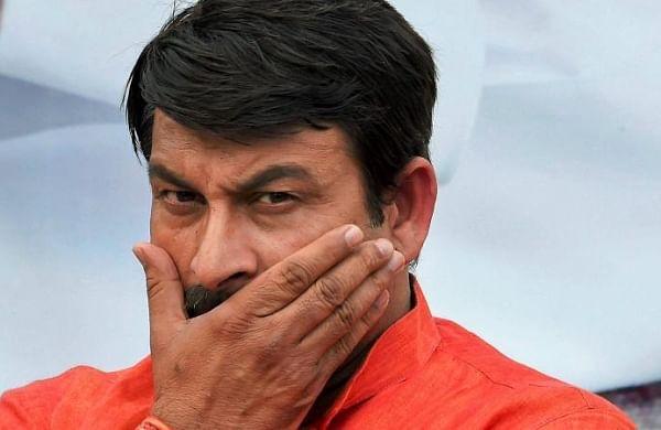 Delhi BJP chief Manoj Tiwari flouts lockdown norms to play cricket in Sonipat
