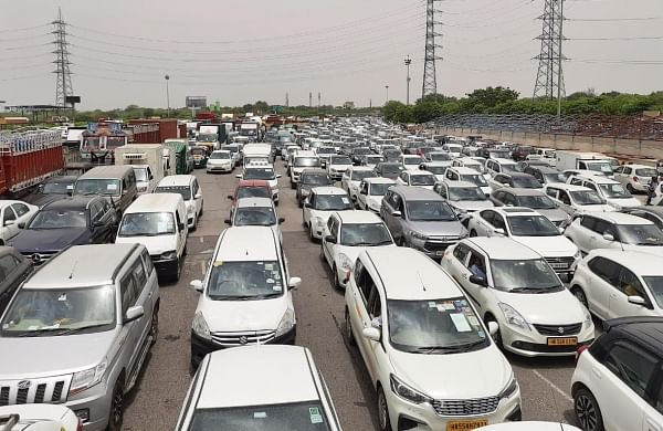 Chaos at Delhi-Gurugram border as Haryana stops commuters from entering state