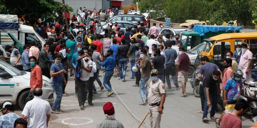 Huge crowd at a liquor shop resulting in commotion in Delhi on Monday. (Photo | EPS/Anil Shakya)