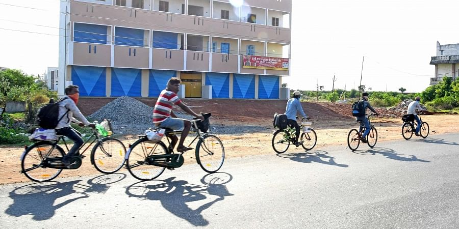 A group of migrant cycling from Kanchipuram to Madhya Pradesh