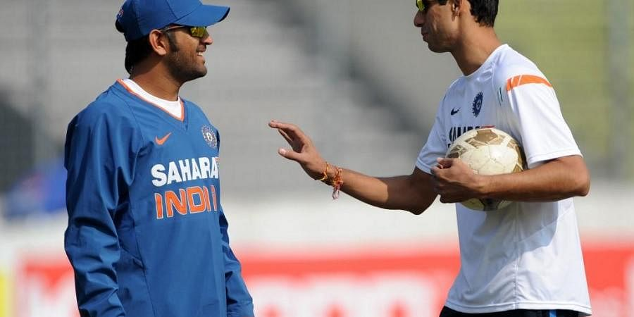Mahendra Singh Dhoni (L) shares a light moment with Ashish Nehra. (Photo | AFP)