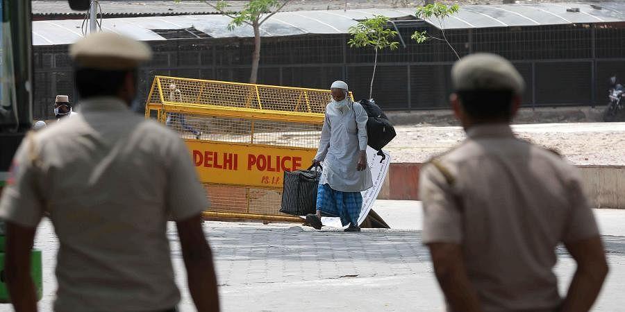 Delhi police keeping a strict vigil during lockdown.
