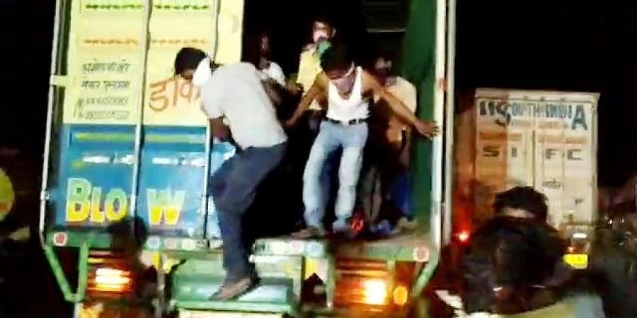Police shifted the migrant workers to quarantine centres from Maturu town of Prakasam district at border check post of Pondugala in Dachepalli mandal in Guntur district.