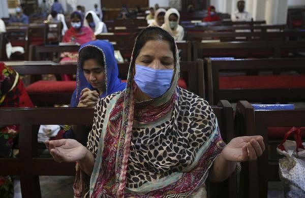 Pakistan reports 2,964 new coronavirus cases taking tally to 72,000
