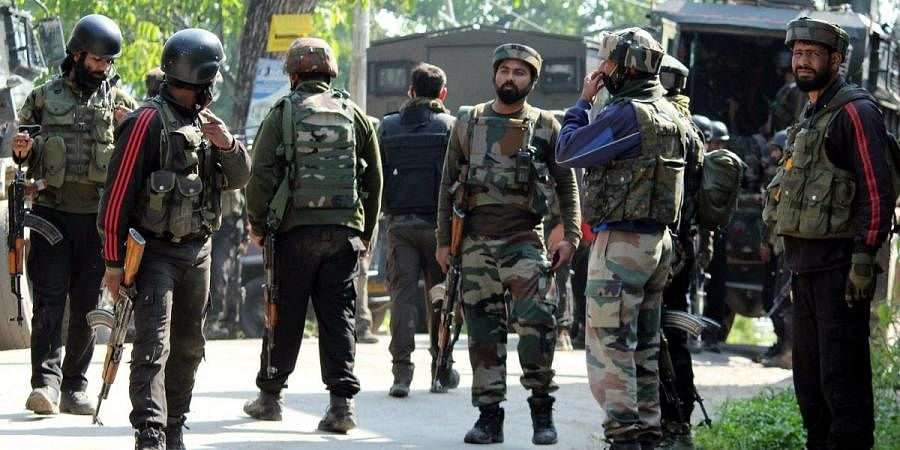 Army jawans rush towards encounter site in the Pinjora area of Shopian, in south Kashmir