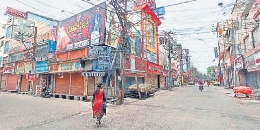 Besant Road in Vijayawada wears a deserted look following imposition of curbs till June 30 I P RAVINDRA BABU