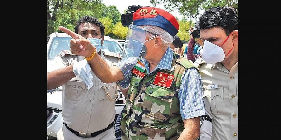 Cops detain an ex-armyman during a stir near Chinese embassy