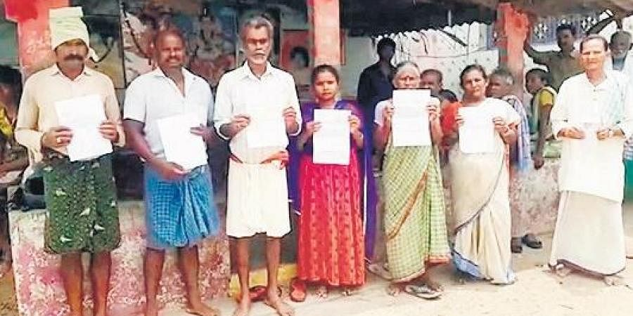 Farmers showing the bank notices in Srikakulam on Monday.