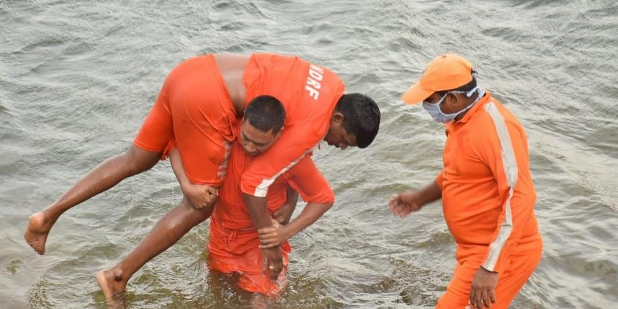 NDRF team during mockdrill at Kelageri lake in Dharwad (Photo | EPS)