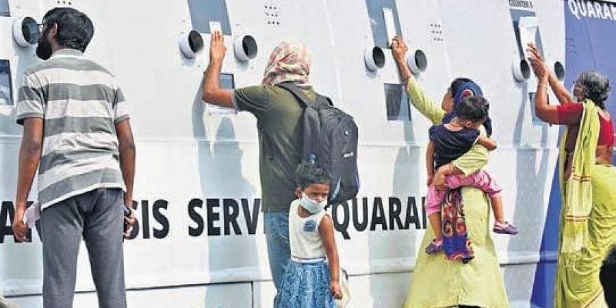 Passengers who reached Vijayawada by Konark Express give their swab samples, at the railway station