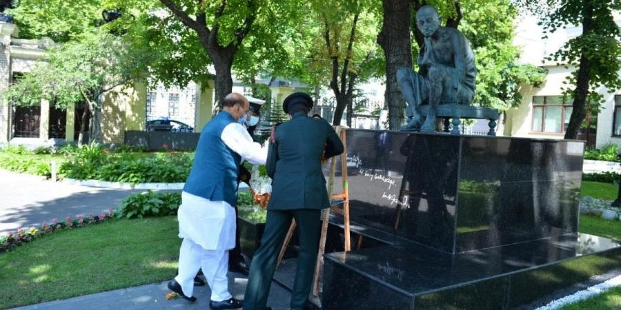 Defence Minister Rajnath Singh garlanding the statue of Mahatma Gandhi in Moscow
