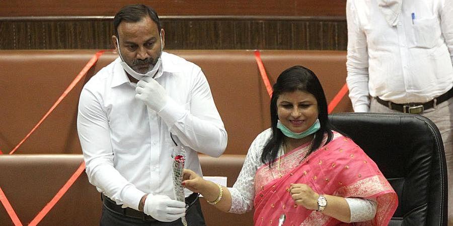 Newly-elected South Delhi Mayor Anamika Sigh being greeted by deputy Mayor Suhash Bhadana at Civic center