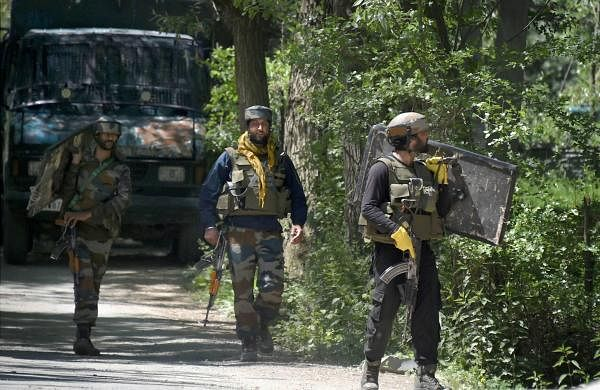 Encounter breaks out in Pulwama between militants and security forces