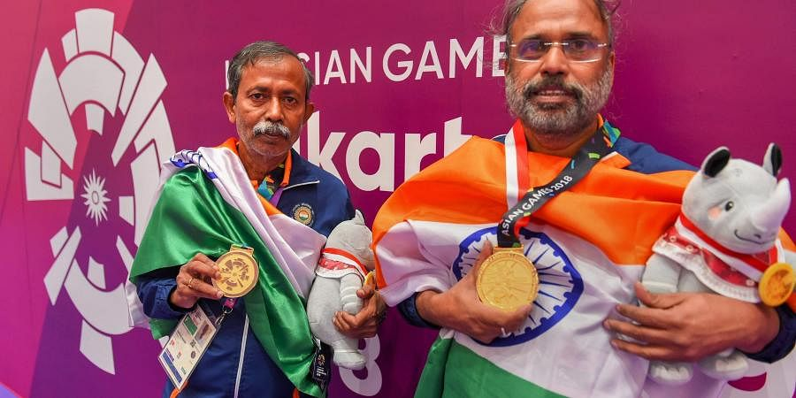 Gold medallists India's Pranab Bardhan and Shibhnath Sarkar pose with the Indian tricolour after winning in bridge competition at the 18th Asian Games in Jakarta. (Photo | PTI)