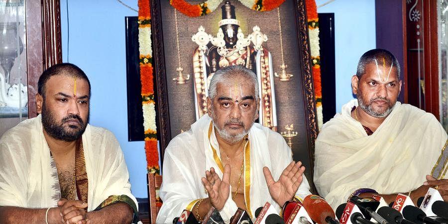 TTD head priest AV Ramana Dikshitulu