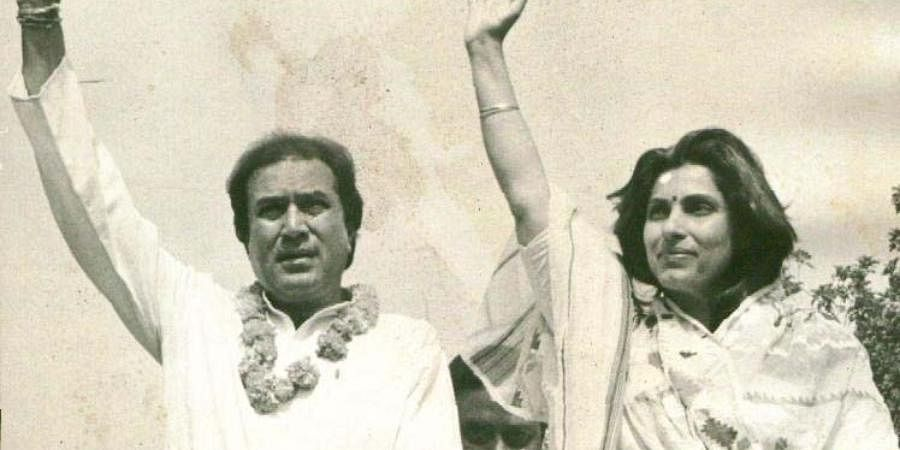 Bollywood actors Rajesh Khanna and Dimple Kapadia during a election rally in New Delhi.