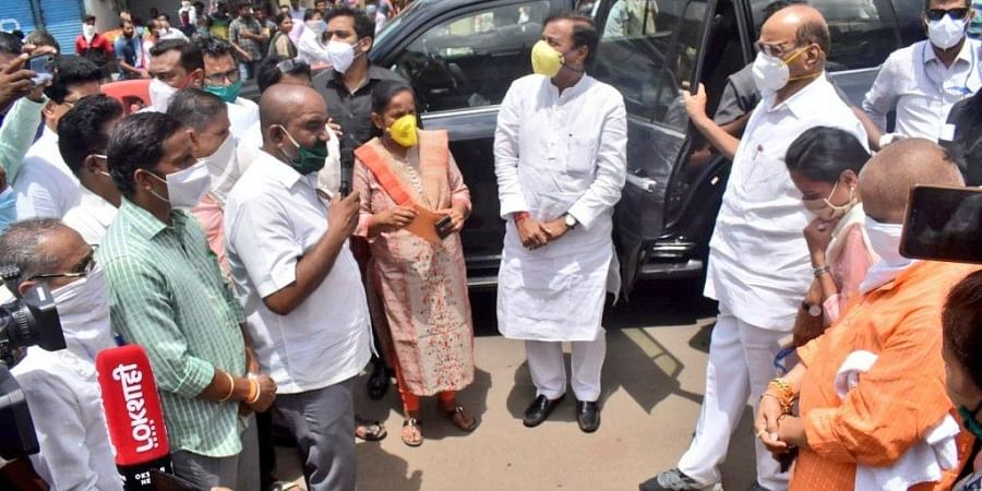 Sharad Pawar interacted with locals at a market in Mangaon where district guardian minister Aditi Tatkare and Raigad Lok Sabha MP Sunil Tatkare were also present.