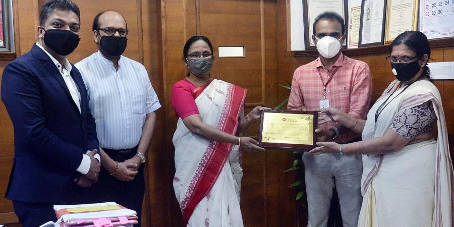 KK Shailaja presenting a memento to Dr Sulphi M Noohu, vice president, Indian Medical Association, as part of an initiative by The New Indian Express.