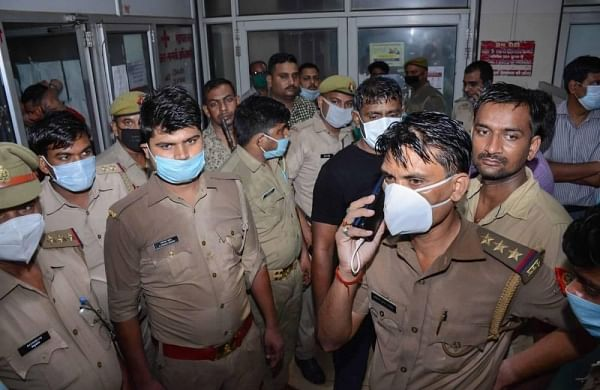 Constable who was in car transporting gangster Vikas Dubey tests positive for COVID-19