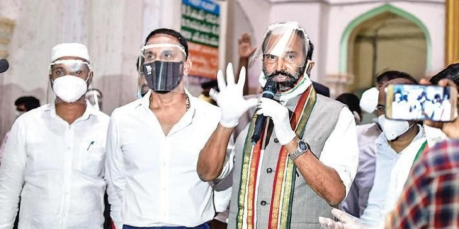TPCC president and Nalgonda MP Uttam Kumar Reddy along with other Congress party leaders at Osmania General Hospital in Hyderabad on Thursday