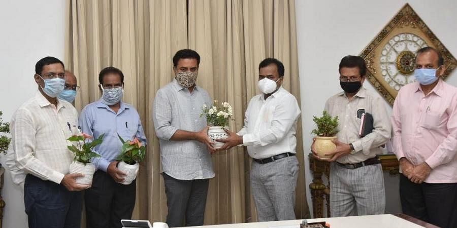 HMWS&SB Managing Director M Dana Kishore, along with senior officials, met Minister for Municipal Administration and Urban Development K T Rama Rao here on Monday and thanked him for taking up the issue with Chief Minister K Chandrasekhar Rao.