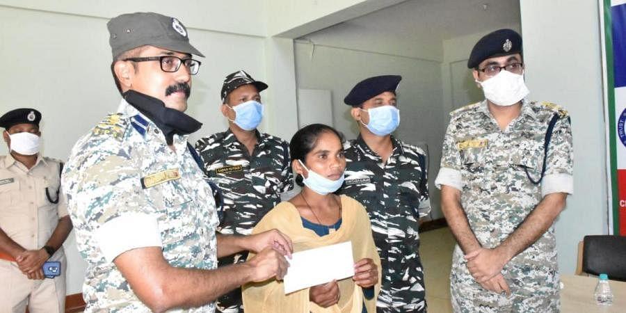 Dasmi Kuhrami, a Naxalite active in Darbha division, surrenders herself