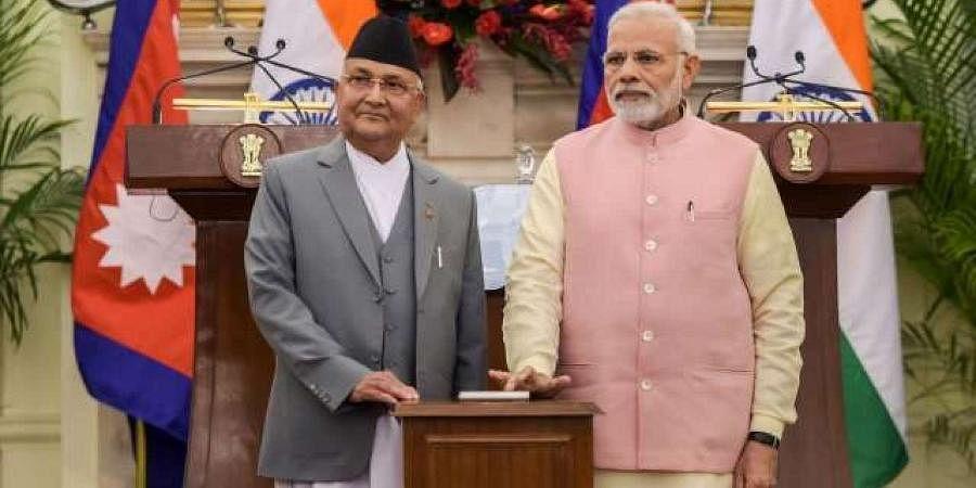 Nepal PM KP Sharma Oli (L) and Indian PM Narendra Modi