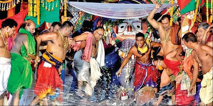 Servitors smash pitchers containing 'Adhar Pana' atop a chariot in Puri on Friday (Photo   EPS)