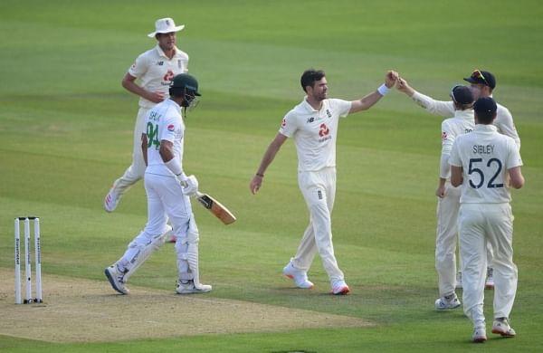 James Anderson strikes as Pakistan lose Shan Masood