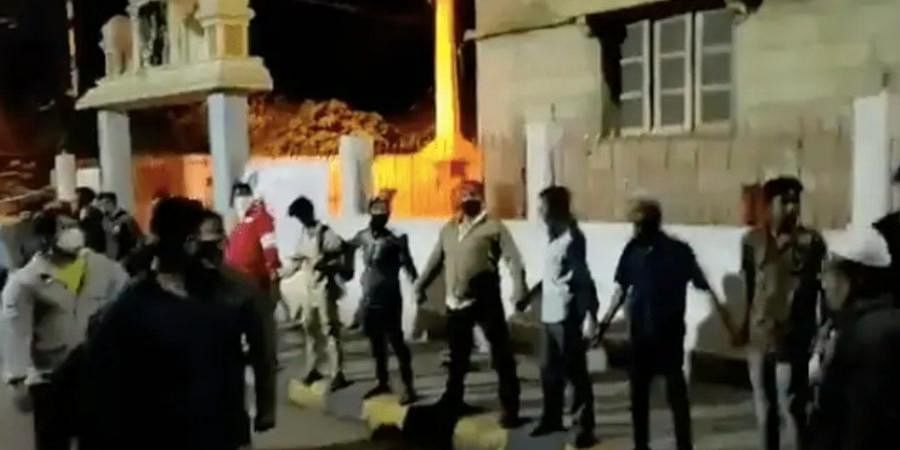 A video of the youth quickly forming the human chain to protect the Hanuman temple on Shampura Main Road has gone viral.