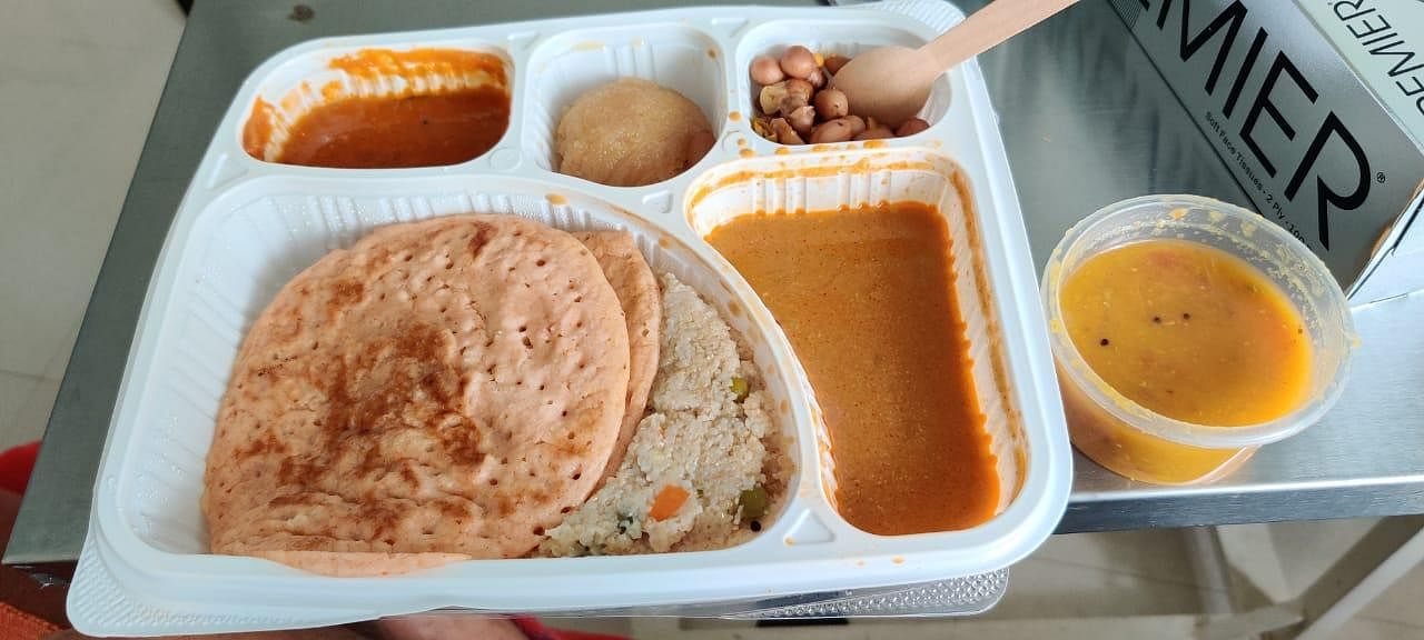 Breakfast Arrives - Good food is a medicine in its own. The hospital ensures that all in-patients are provided quality food. The menu changes everyday; a treat for tastebuds. (Photo | EPS/Shiba Prasad Sahu)