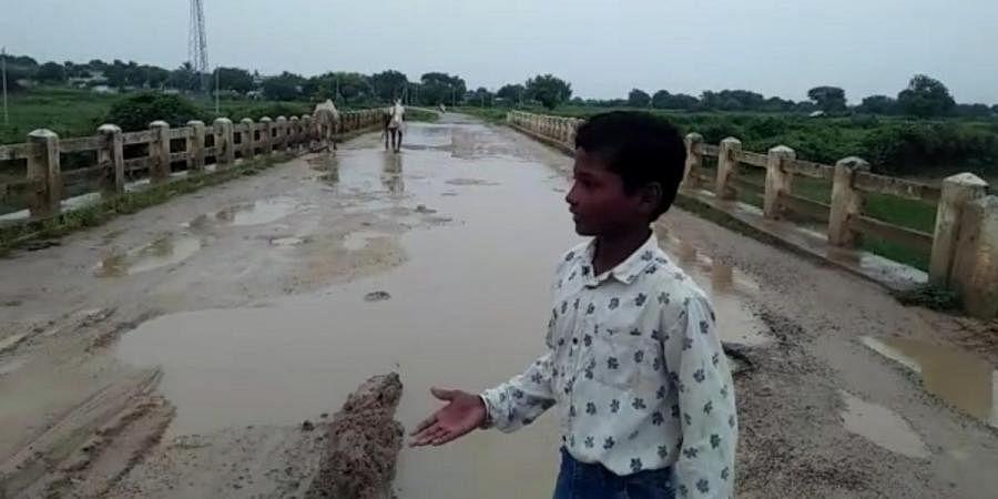 Venkatesh showing the pathetic state of the bridge at his native Hirerayanakunte in Raichur