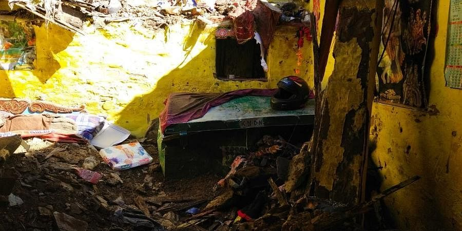 A man and his two children died after their house collapsed in Chaisar village of Pithoragarh district earlier this morning.