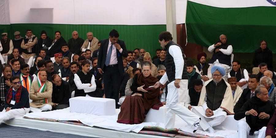 Congress chief Sonia Gandhi, former PM Manmohan Singh, party leaders AK Antony, Rahul Gandhi, Gulam Nabi Azad, Priyanka Gandhi, Anand Sharma at a portest. (Photo | Shekhar Yadav/EPS)