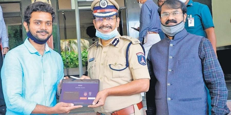 Pallav Bajjuri with Cyberbad police commissioner VC Sajjanar