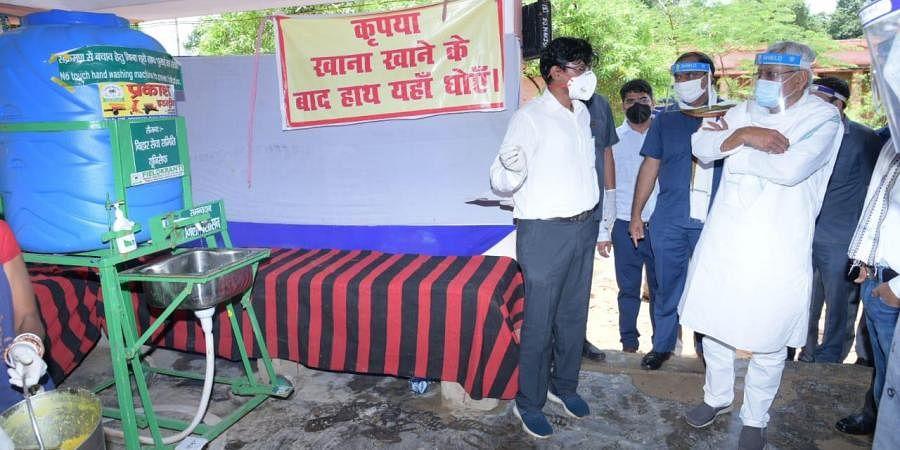 Bihar CM Nitish Kumar inspecting a community kitchen in Darbhanga (Photo   Special Arrangement)