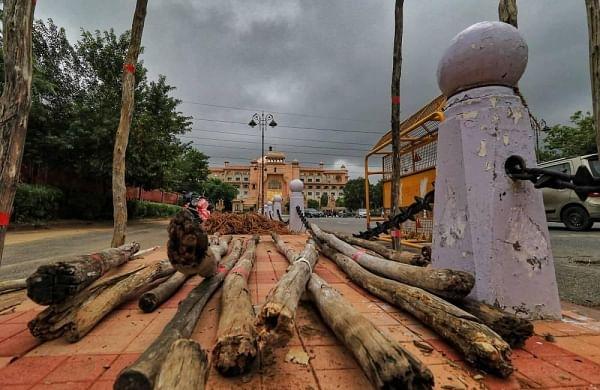 Rajasthan BJP shifts MLAs in Gujarat amid poaaching fears, internal rift