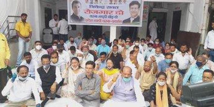 PCC president Pritam Singh, vice president Suryakant Dhasmana and spokesperson Garima Dasauni, slogan-shouting party workers sat on the dharna