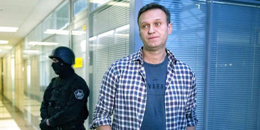 Alexei Navalny posts hospital photo of himself; plans ...