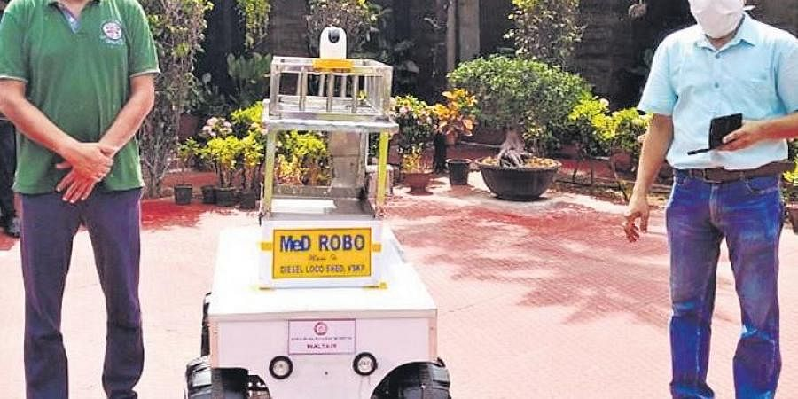 RobotRobot to serve food, medicines