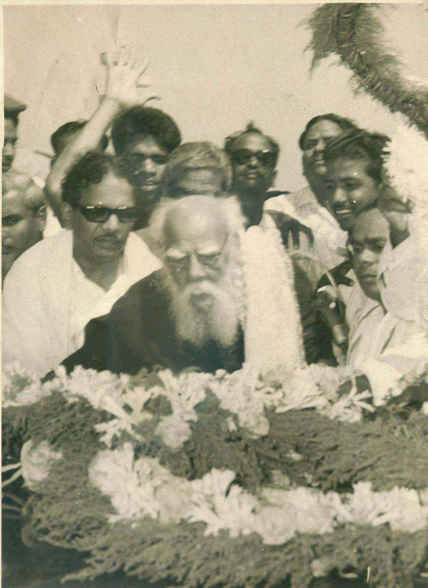 Former Tamil Nadu CM Karunanidhi along with Periyar paying tributes at Anna Square.