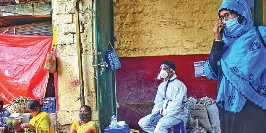 A health worker at a makeshift testing centre set up at Bengaluru's  KR Market, on Saturday (Photo| Shriram BN, EPS)