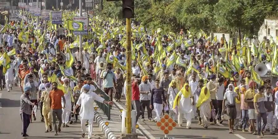 Members of various farmer organisations hold a protest against the Central Government over agriculture-related ordinances.